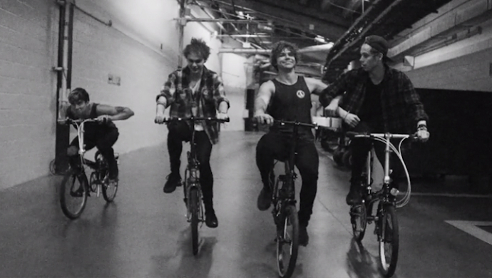 5 Seconds Of Summer 'What I Like About You' by Tom Van Schelven