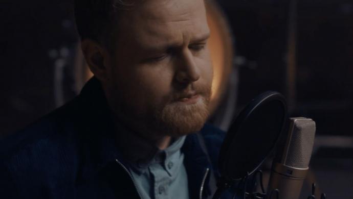 Tom Walker 'Leave A Light On (live)' by Jack Lightfoot