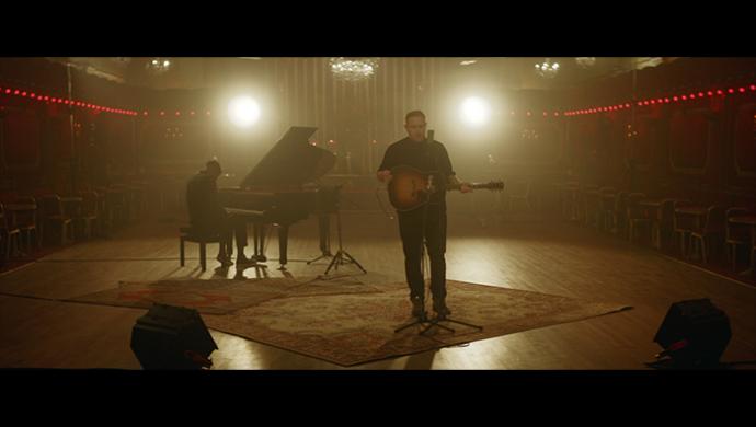 Gavin James 'Hearts On Fire' (live) by Raja Virdi